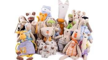 Куклы — первые игрушки девочки